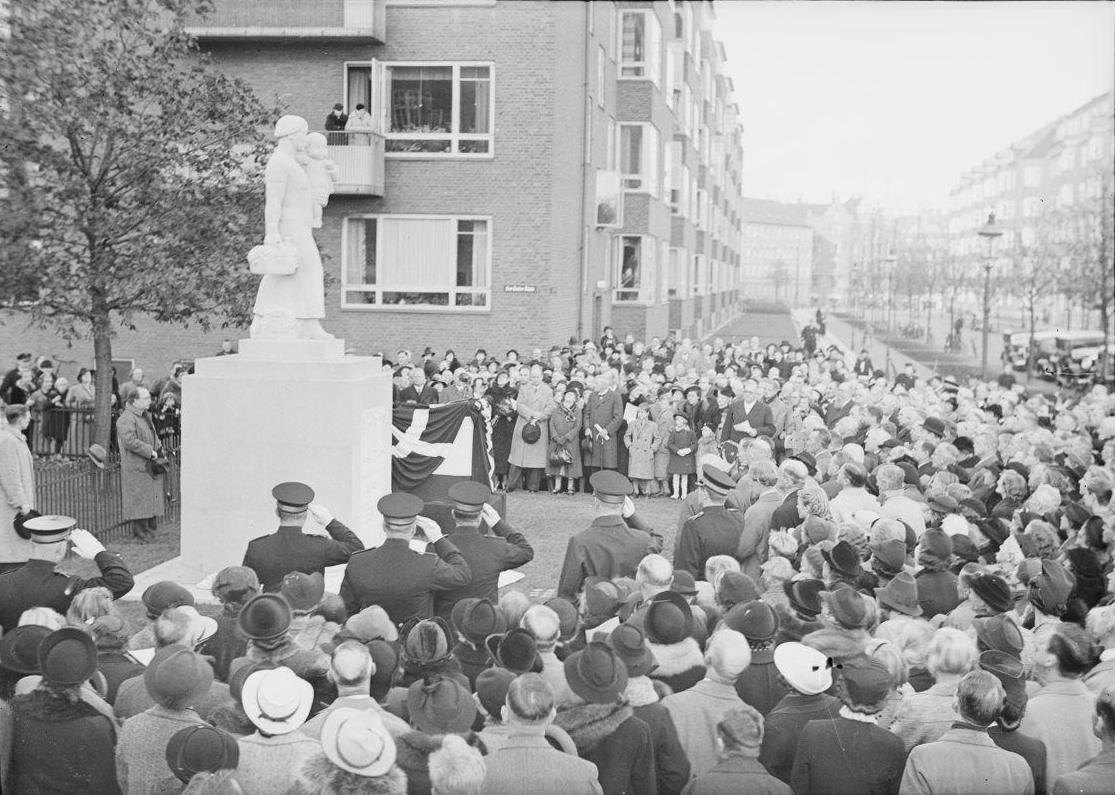 Mindesmærket for Ove Rode - afsløring okt 1938 med borgm Hedebol Stauning Hartivg Frisch - 1