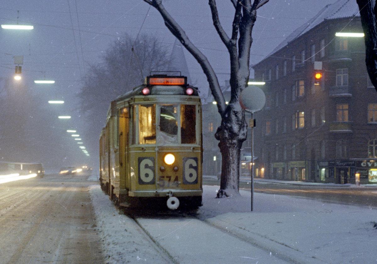 Sporvogn ved Jagtvej 200 på vej 26 febr 1969 fra Vibenshus til Svanemølle-remisen